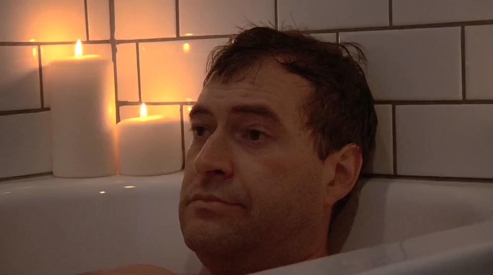 """Mark Duplass takes """"tubby time"""""""