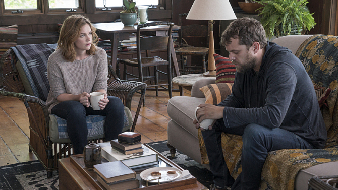 Ruth Wilson as Alison and Joshua Jackson as Cole.