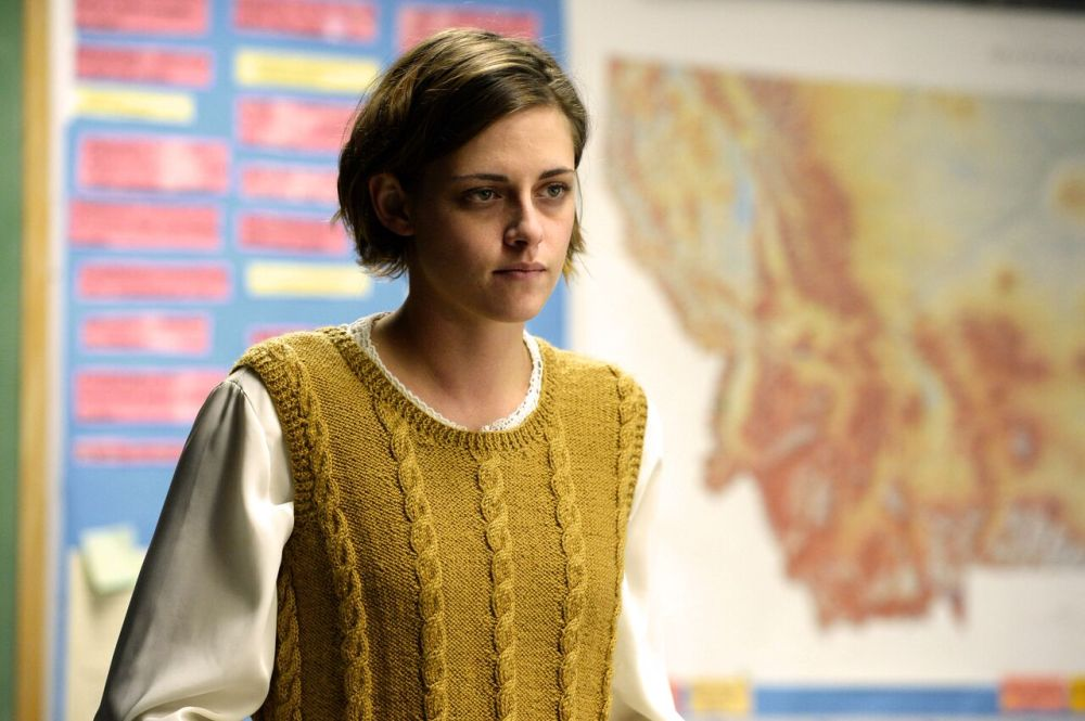 Kristen Stewart as Elizabeth Travis.